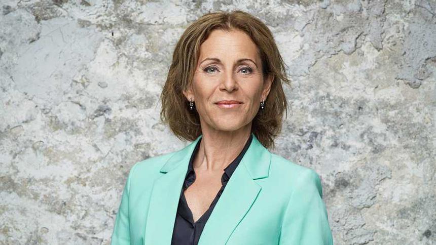Helen Sjöholm i mintgrön kavaj. Pressbild från Så mycket bättre på TV4.